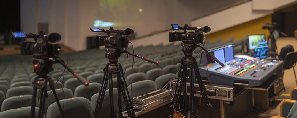Profi-Video und Ton: Übergabe an Videokonferenz oder Streaming