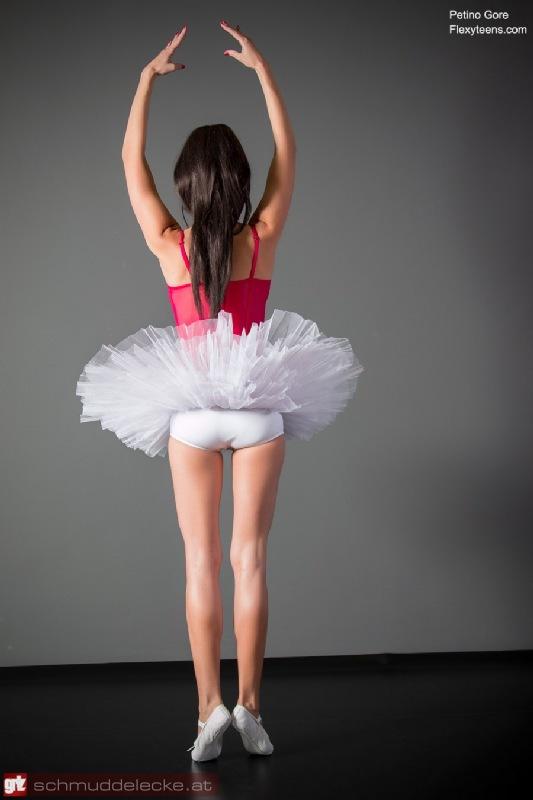 Zarte Ballerina nackt im Ballett-Unterricht Gratis-Fotos